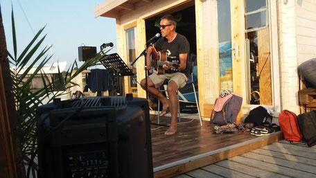 Livemusik an der VDWS Surfschule Rerik. Komm vorbei und hab Spaß nahc deinem Surfkurs an der Ostsee.