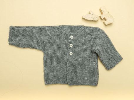 Babyjäckchen aus ausschließlich rechten Maschen stricken mit dem Strickset von Wooltwist
