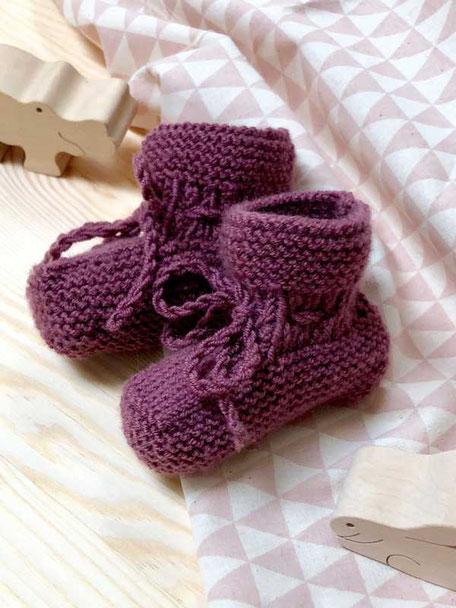 Stricksetvon Wooltwist  für Babyschühchen aus weicher Merinowolle