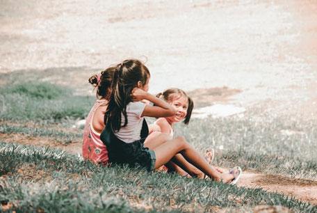 enfants qui discutent