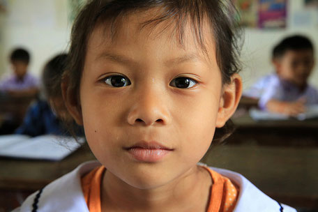 Jeune écolière Laotienne. Etablissement scolaire. Vieng Vang. Laos.