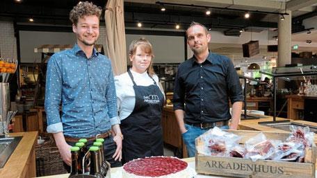 Führen gemeinsam das Arkadenhaus (von links): Betriebsleiter Kevin Lückmann, Küchenchefin Sarah Robbe und General-Manager Bernd Schoo. Foto: Christoph Assies