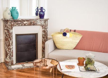 jarre cesaree-vase terre cuite-jarre cirta-panier moncofa-cheminee-appart parisien-table cuivre-table marbre