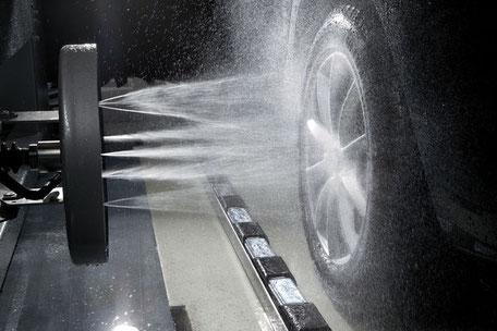 Felgenreinigung in der Autowaschanlage von Wash Clean Bochum