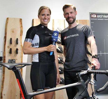 Das hr-fernsehen hat sich bei iQ athletik über die richtige Sitzposition auf dem Fahrrad informiert