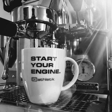 Rocket Espressomaschine mit iQ athletik Kaffeebecher Start your Engine
