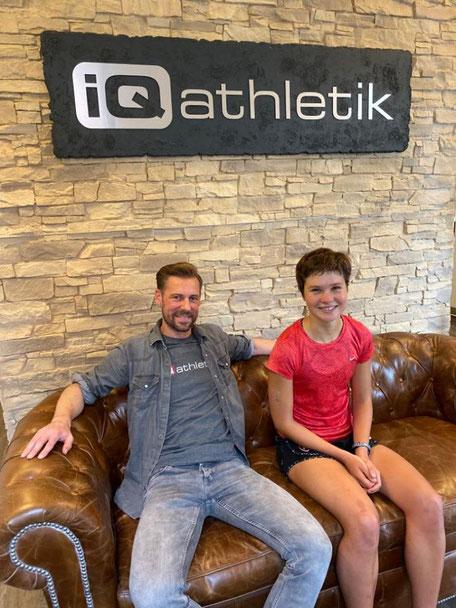 Diagnostikexperte Sebastian Mühlehoff von iQ athletik und die Triathletin Lisa Tertsch
