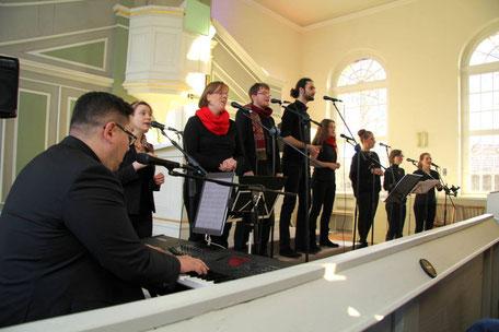 Praiselbears beim Auftritt in der Kirche