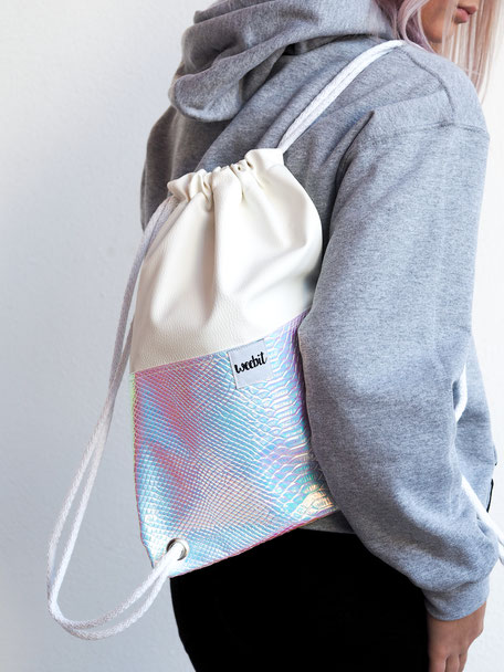 HOLOGRAM GYM BAG 34,95€