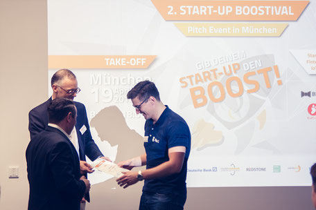 Ceremony Award with Oliver Gajek (Munich Network) and Frank Reinecke (inQventures)