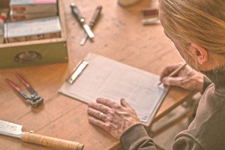 Handwerk wie Möbelrestauration
