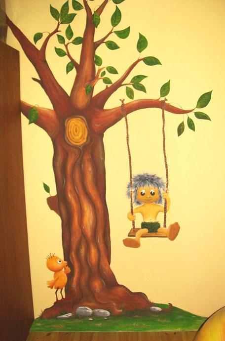 Wandgestaltung im Babyzimmer mit Plumps und dem Kücken