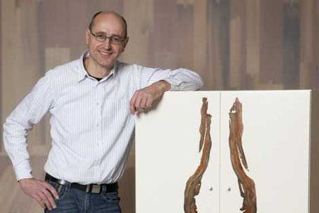 Einzigartige Möbel exklusive Holztische und einzigartige Esstische aus Naturhölzern von Michael Beaupoil