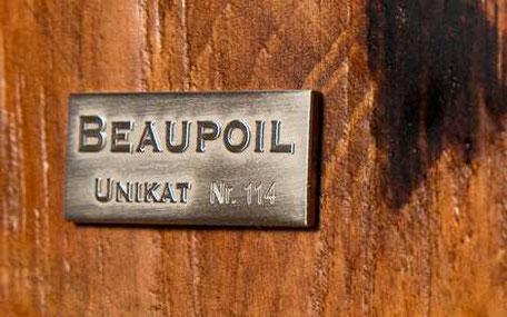 Beaupoil Unikat Nr. für außergewöhnliche Massivholztische, besondere Esstische Designertische und Möbeldesign aus altem Kauri Holz