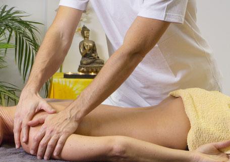 Wohltuende Aromaöl-Massage