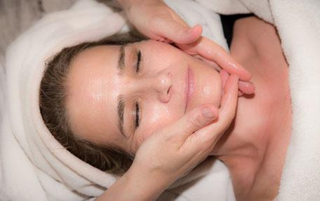 Anti-Aging Gesichts- und Dekollete Massage