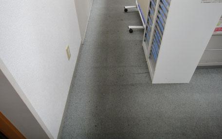 事務所通路の重汚染カーペットの洗浄