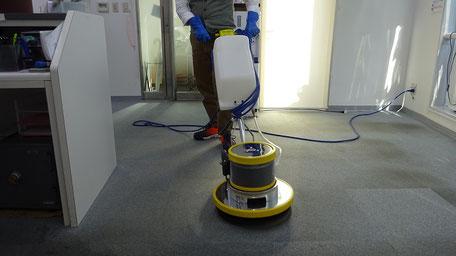 事務所のカーペットクリーニング