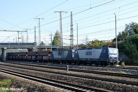 143 028-9 (RBH 118) und 143 059-4 (RBH 113) im Vorspann haben am 12. Oktober 2014 einen Kohlezug am Haken. In wenigen Augenblicken erreicht die Fuhre Luth. Wittenberg Hbf.