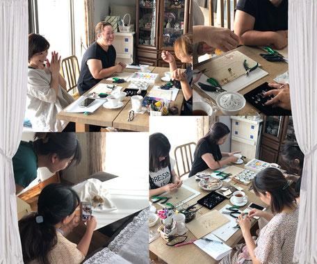 オリジナルデザインが学べるジュエリー・アクセサリー教室です。天然石を使ったワイヤーワーク・ワイヤーラッピング講座を開催しています。色んなアイデアの作品作りができるレッスンです。初心者も作品完成サポートで安心。