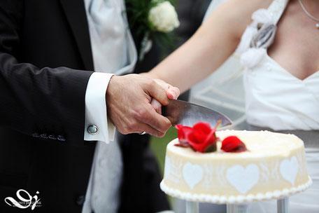 freie Trauung und Hochzeitstorte anschneiden, freie Trauungen mit Symbol Hochzeitstorte anschneiden in Hessen Rhein Main Frankfurt am Main