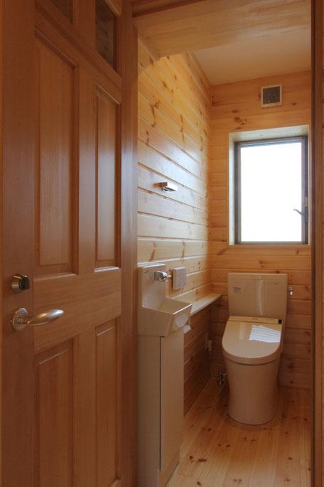 2Fトイレ(無垢の羽目板)
