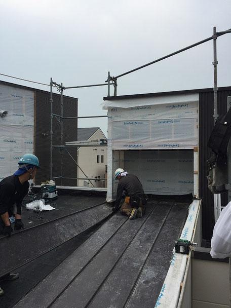 増築取り合い部分の解体工事(屋根解体)