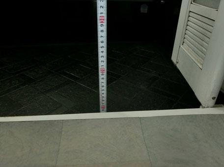 既存浴室入口(10cm程の段差)