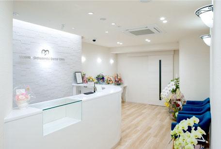 まなべ矯正歯科クリニック(受付・待合室)