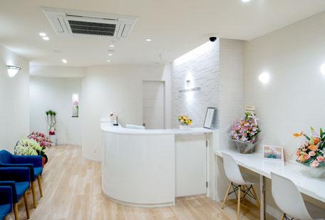 まなべ矯正歯科クリニック(待合室・受付)