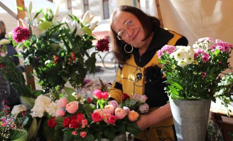 Sinnenfreude durch Blumen Stand am Kollwitzmarkt. Foto: Helga Karl
