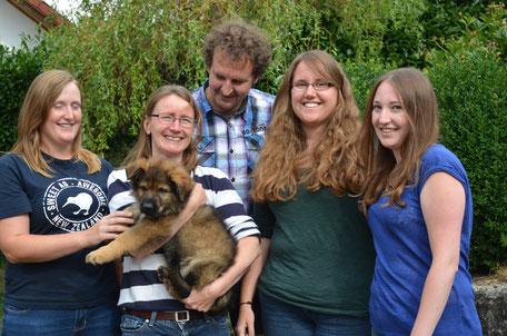 Sarah, Barbara, Ulrich, Nadja und Ilona mit Ahanu's Denver von Valinor (alias Django)