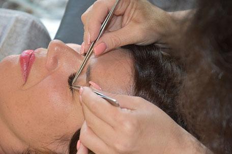 Wimpern verlängern und verdichten, Eyelash Extensions in Aarau bei Coiffure Vogue, Aarau