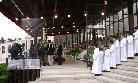 Fatima Maria Heilge Messe großer Platz Cova da Iria Priester