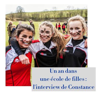 Jeunes filles en tenue de sport dans un college anglais
