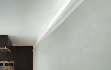 Wandleiste mit integrierter Beleuchtung Voutenleiste Büschking