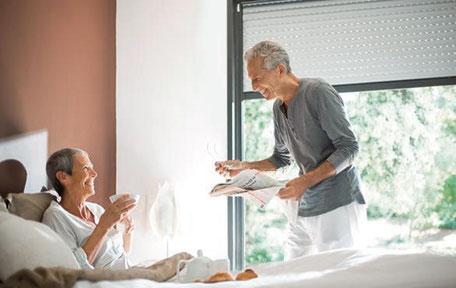 barrierefrei leben glückliches Ehepaar