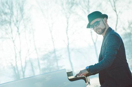Josef Barnickel – Der Pianist und Klavierspieler in Emden