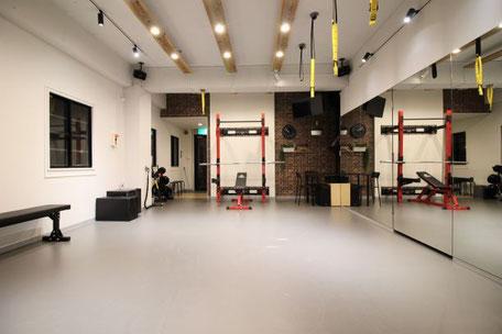 堺筋本町店(大阪市中央区)トレーニングツールが豊富なパーソナルトレーニングジム
