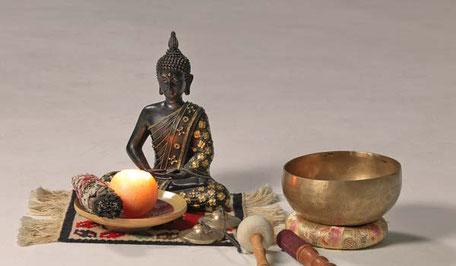 Meditation und Achtsamkeit, Konzentration und Singen sind Elemente unserer Yogastunde in Perchtoldsdorf südlich von Wien.