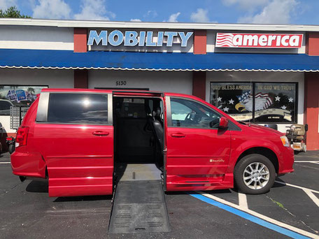 2013 Dodge Caravan Braunability Van
