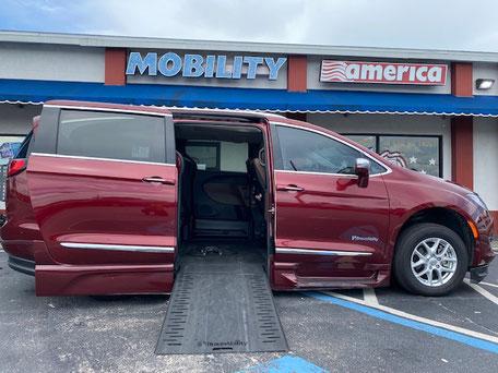 2019 Chrysler Pacifica Wheelchair Vans