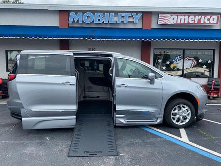 2020 Chrysler Pacifica Wheelchair Vans