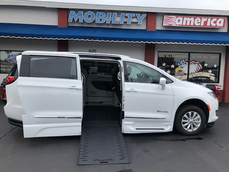 2019 Chrysler Pacifica Wheelchair Vans