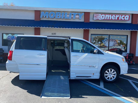 2010 Chrysler Wheelchair Vans