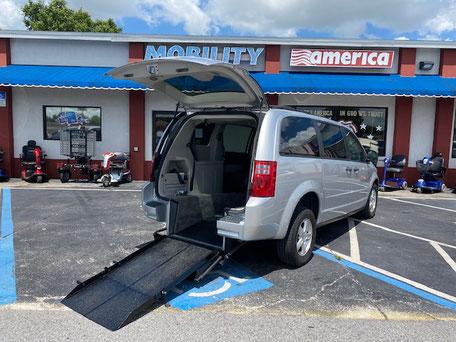 2008 Dodge Grand Caravan Wheelchair Van