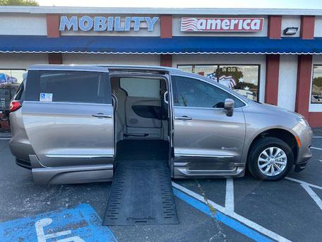 2018 Chrysler Pacifica Wheelchair Vans