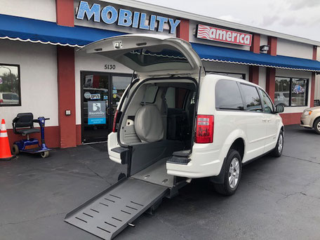 2009 Dodge Grand Caravan Wheelchair Van