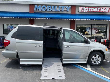 2007 Dodge Grand Caravan Wheelchair Van