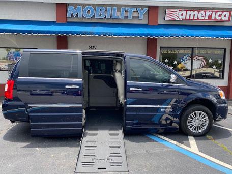 2016 Chrysler Wheelchair Vans